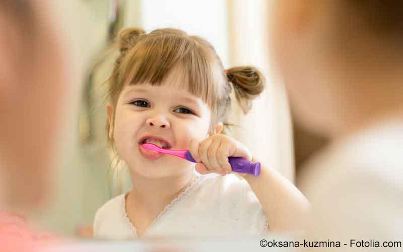 Kind Zähneputzen